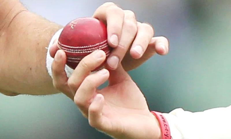 ক্রিকেট বলে করোনা ছড়ানোর সম্ভাবনা কম : নতুন গবেষণা