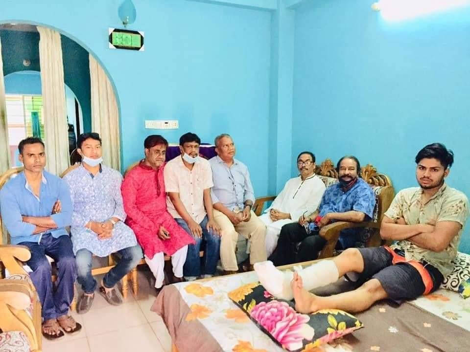 ছাত্রদল নেতা এনামুল হকের শয্যা পাশে বিএনপির নেতৃবৃন্দ