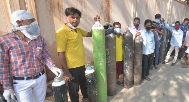 ভারতে করোনাভাইরাস: অক্সিজেনের সঙ্কট মেটাতে যেসব ঝুঁকিপূর্ণ পরামর্শ দেয়া হচ্ছে